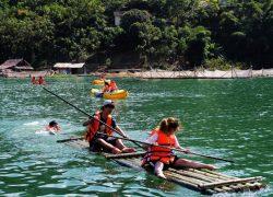 Bơi bè mảng, kayak là hoạt động không thể bỏ qua tại đây