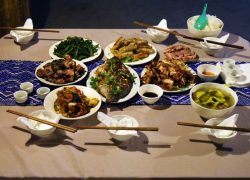 Bữa cơm tối thịnh soạn tại homestay