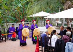 traditional-folk-song-at-yen-duc-village_30199961783_o