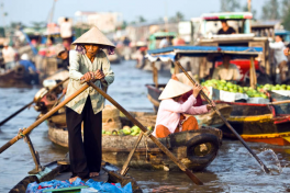 With overnight tour packages, you will have more time to dip in the rustic natural beauty and get in touch with local people to fully experience the landscape, people and culture of the Mekong Delta.